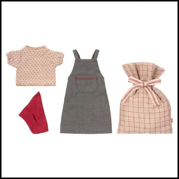 Christmas clothes medium mouse girl
